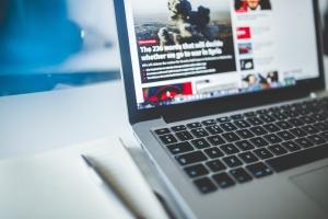 Laptop, nieuwswebsite